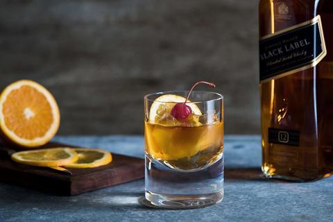 Cách uống rượu Johnnie Walker Black Label